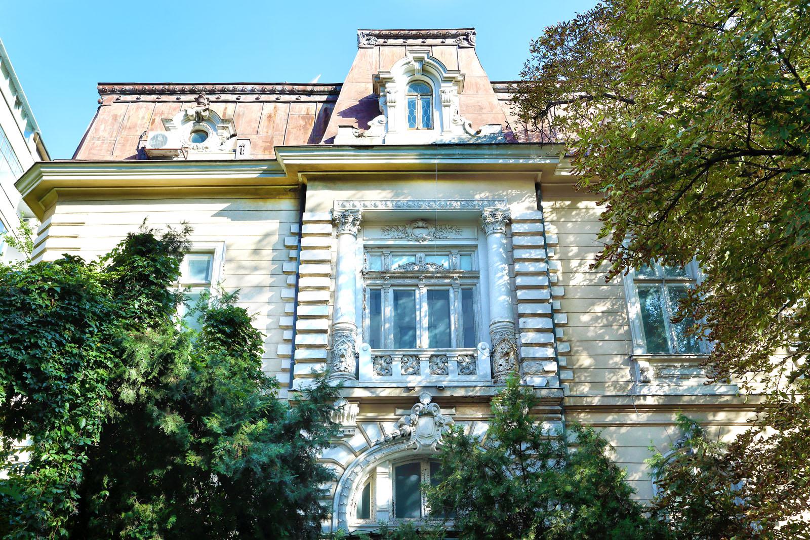 https://www.sothebysrealty.ro/wp/wp-content/uploads/2019/11/Vila-Athanasovici-Batistei-Bucuresti_Artmark-Historical-Estate-Exterior.jpg